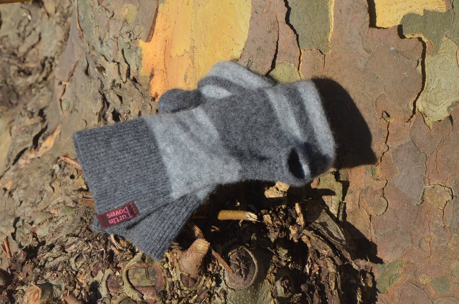 Turtledoves 100% Recycled Cashmere Fingerless Gloves | Pink