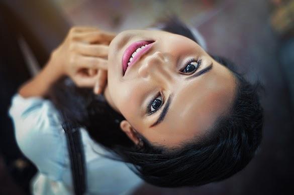 Tips Merawat Wajah Walau Harus Menggunakan Make Up Setiap Hari