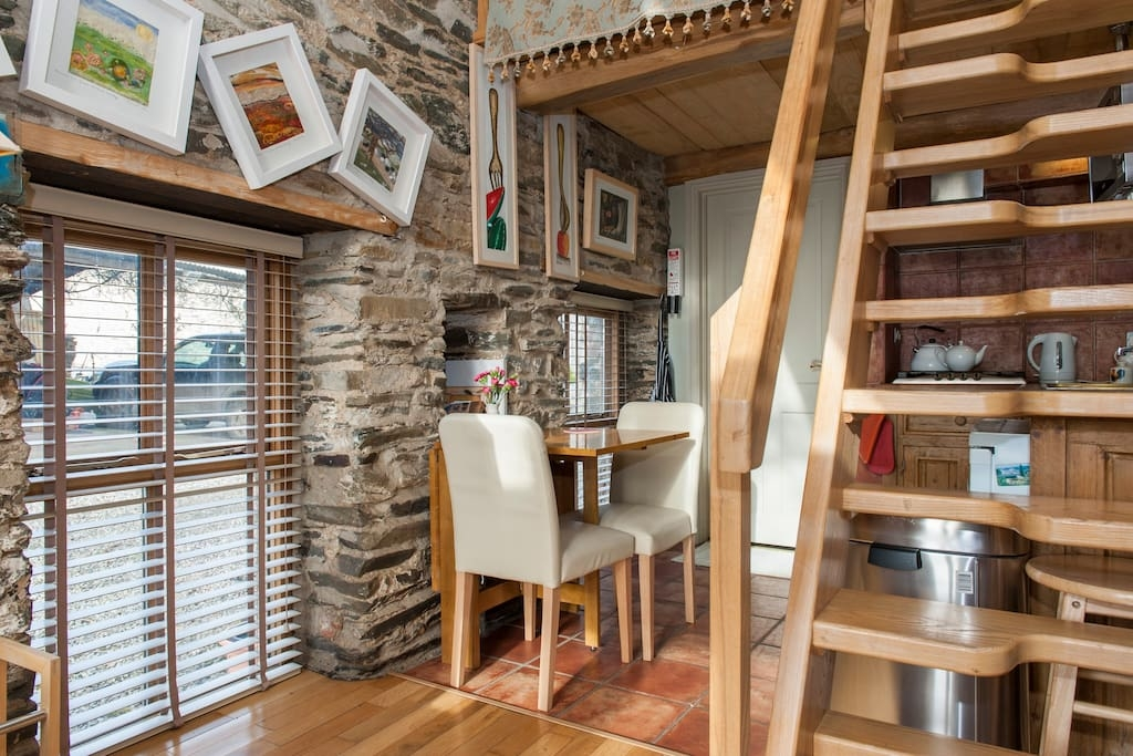05-Airbnb-Architecture-with-the-13th-Century-Stone-Barn-Conversion-www-designstack-co