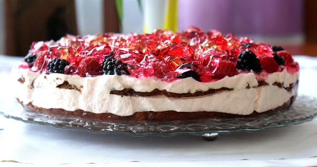 ciasto z galaretką,ciasto z serków homogenizowanych,ciasto z owocami,ciasto z pianką,blaty orzechowo czekoladowe do ciasta.tort owocowy,tort z galaretką,ciasto na lato,bez pieczenia,teekanne herbata owocowa,łatwe ciasto,