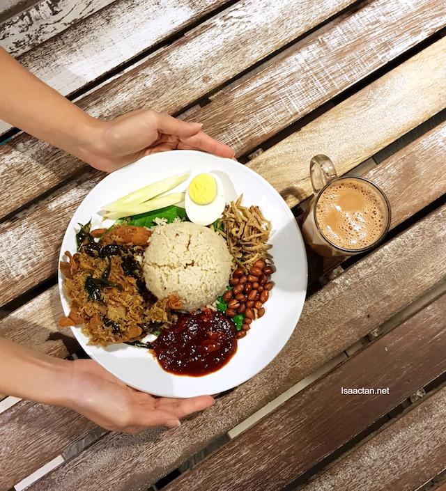 Don's Warong Nasi Lemak Kukus Johor with Soft Shell Crab - RM13