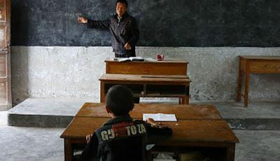 Guru dan murid yang hanya ada satu-satunya di kelas