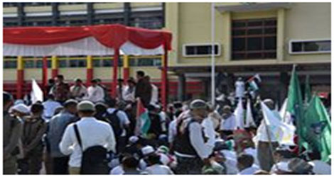 Gubernur Sumbar Irwan Prayitno Pompa Semangat Pengunjuk Rasa