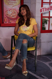Shilpa Shetty super cute fit in Yellow T Shirt 15.JPG