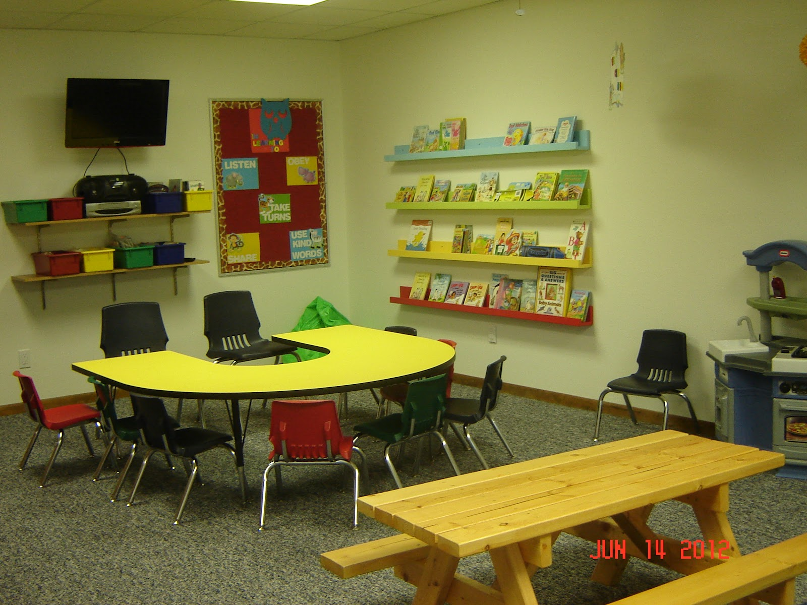 Pictures Of Classroom Furnitures ~ Church nursery decorating ideas porentreospingosdechuva
