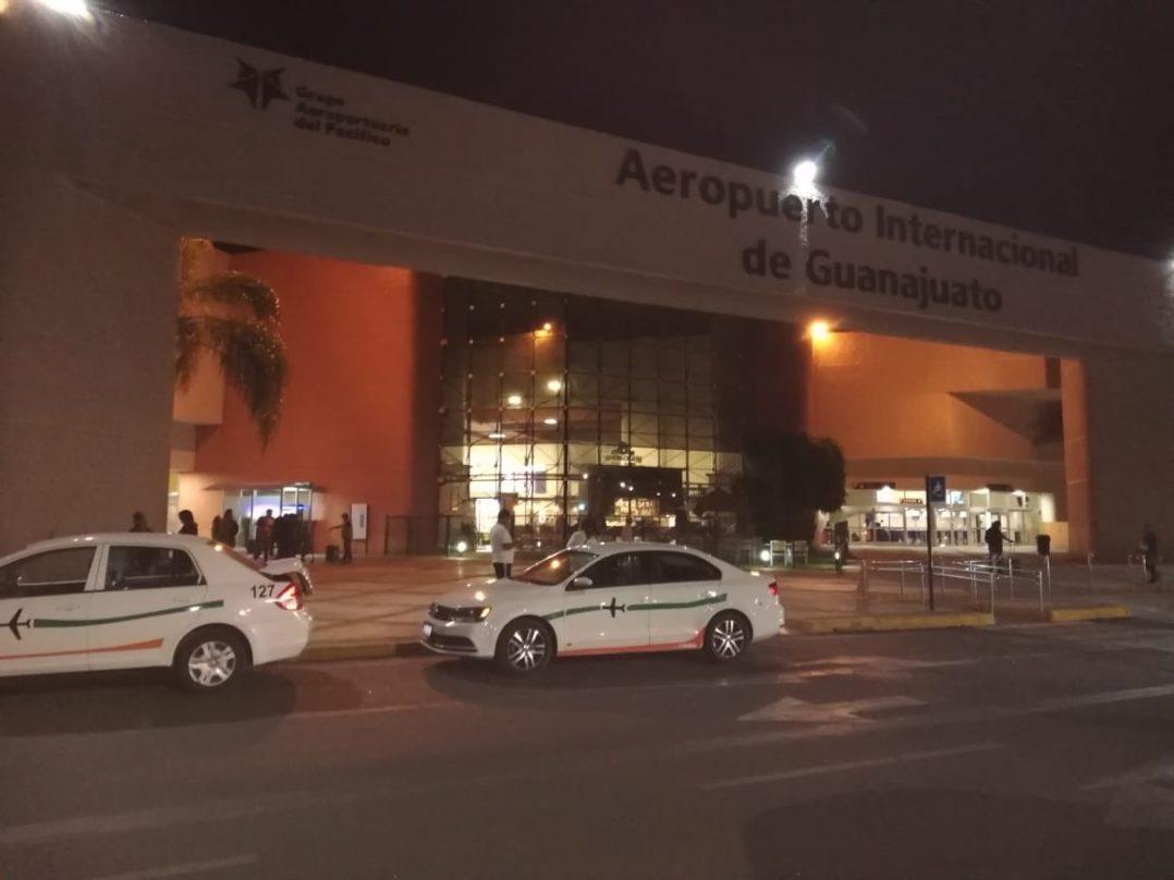 Comando irrumpe en pista del aeropuerto de Guanajuato y roba 20 mdp de camión de valores