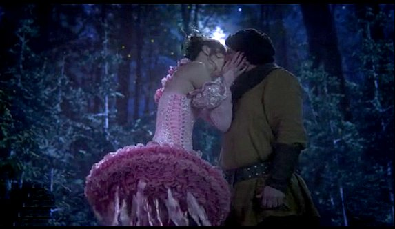 Once Upon a Time - Nova (Amy Acker) a Fairy kisses Grumpy (Lee Arenberg) Snow White's dwarf