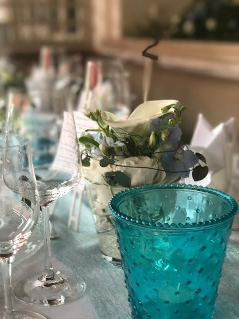 Tischdekoration, Hochzeitsmotto Flug der Kraniche, 1000 Origami-Kraniche zur Hochzeit, heiraten im Riessersee Hotel Garmisch-Partenkirchen, Bayern, Hochzeitsplanerin Uschi Glas, petrol und weiß
