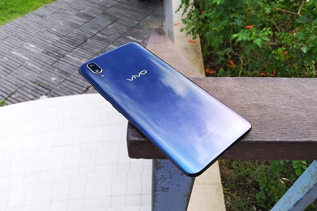Vivo V11 Design Review