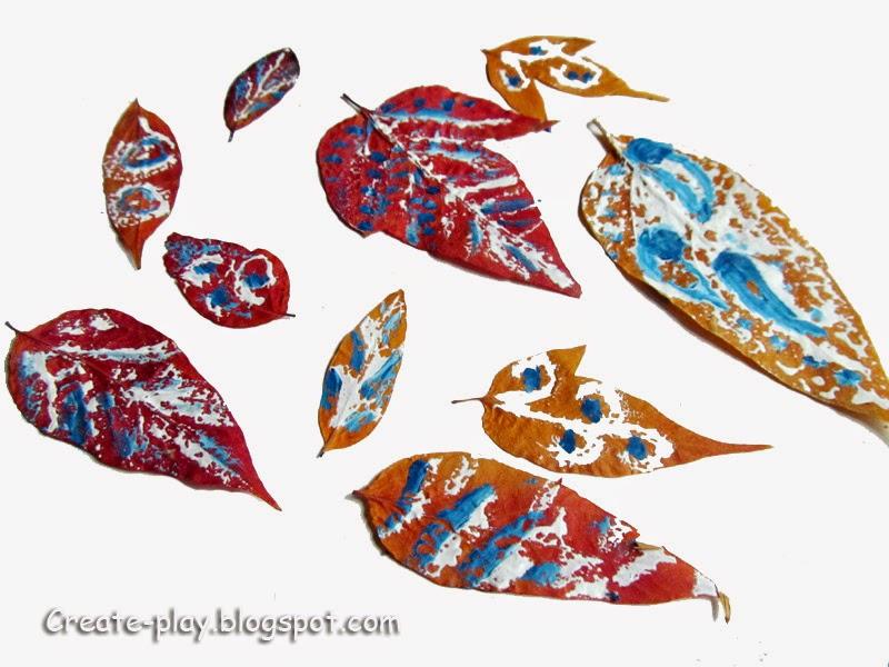 Раскрашивать листья гуашью