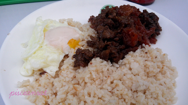 Mixsilog (with variations: tapsilog, tosilog, embusilog, hotdogsilog, malingsilog, bangusilog, danggitsilog, etc.) The fried viand served with sunny side up fried egg and garlic fried rice, sometimes comes with atchara and soup.