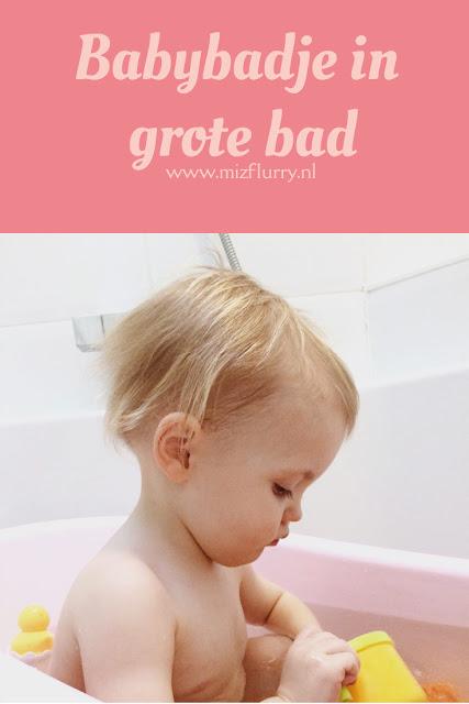Zet een babybadje in het grote bad. Zo bespaar je water en tijd, want het kleine badje is zo vol. Plus je hoeft niet te slepen met emmers water en het laten  leeglopen is ook lekker  makkelijk.