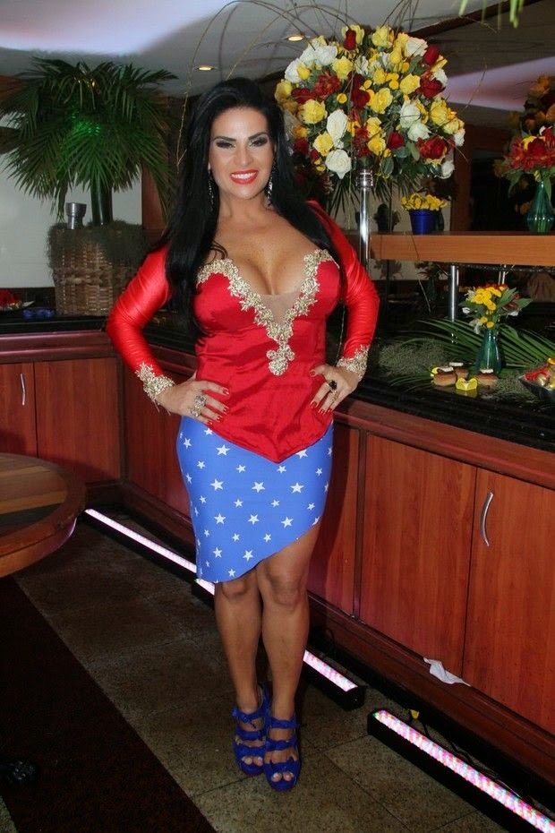 Solange Gomes com roupa de mulher maravilha