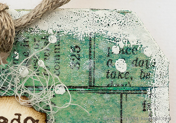 Layers of ink - Snowman Tag Tutorial by Anna-Karin Evaldsson with Tim Holtz Christmas stamps