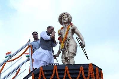 Home Minister paid  floral tribute to the Birsa Munda