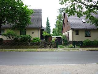 case din zona Tegelort, pozate in timp ce asteptam autobuzul 222 care trebuia sa ma duca la Alt-Tegel, de unde urma sa iau metroul
