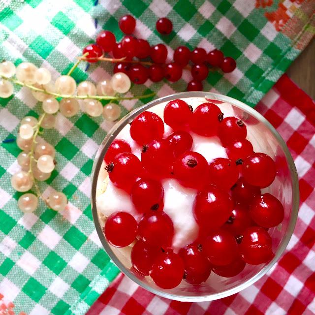 🍯 ekspresowy deser miodowy z sezonowymi owocami