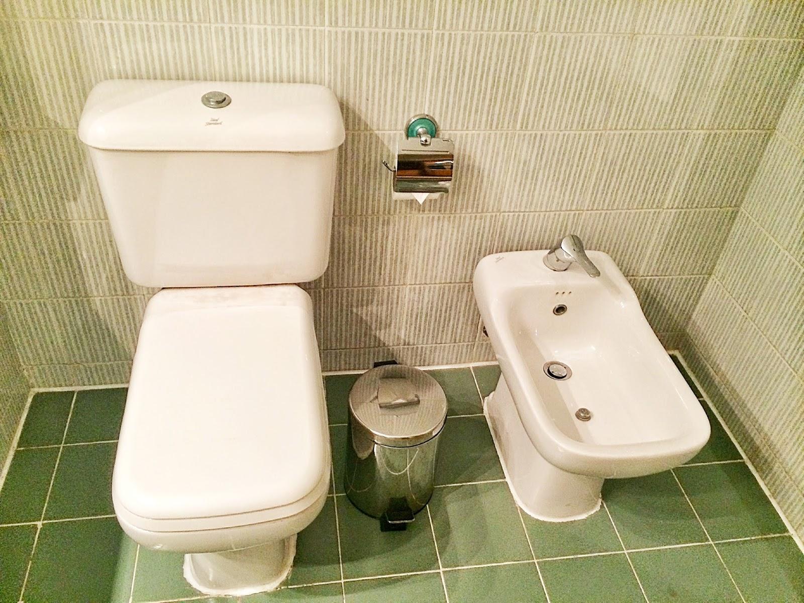エジプトのホテルのトイレとウドュー用の洗い場