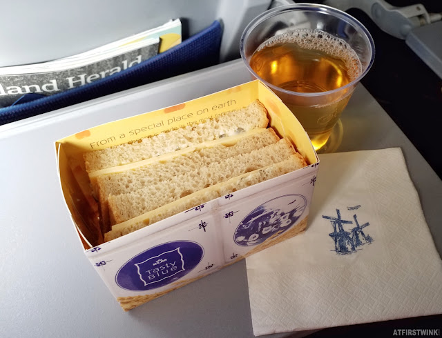 KLM flight Schiphol Amsterdam Netherlands Barcelona apple juice drink sandwich cheese tradition Dutch blue white print windmill napkin box