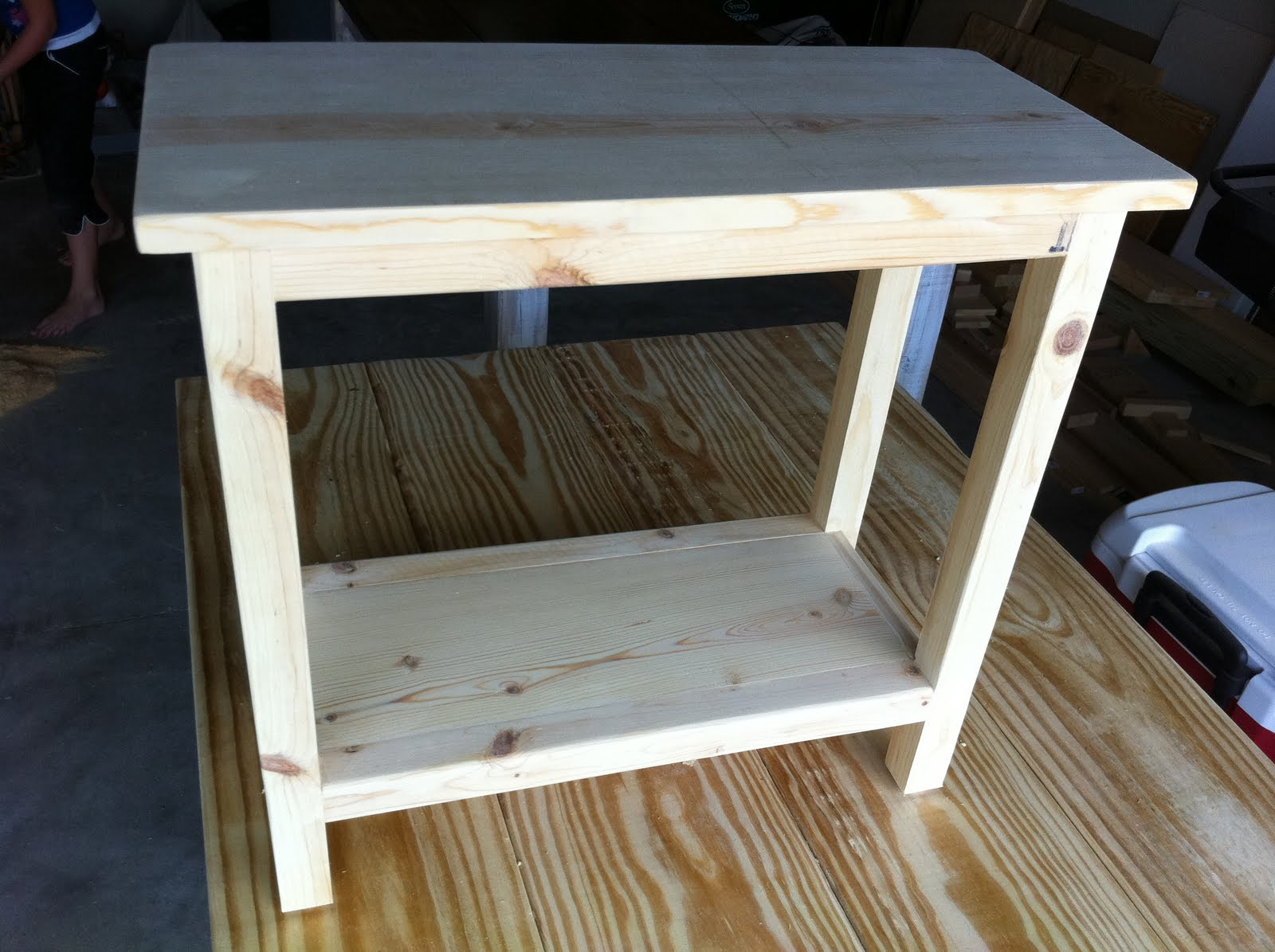 Diy End Tables Plans The Quaint Cottage Diy Simple End Table For Small Spaces