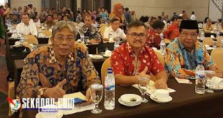 Wakil bupati Sekadau Aloysius, SH, M.Si menghadiri workshop pemantapan pemeriksaan dan entri lapopran keuangam pemerintah daerah (LKPD) tahun anggaran 2016 perwakilan Badan Pemeriksaan keuagan (BPK) wilayah timur yang dilaksanakan di makasar pada 29 s.d 30 maret 2017.