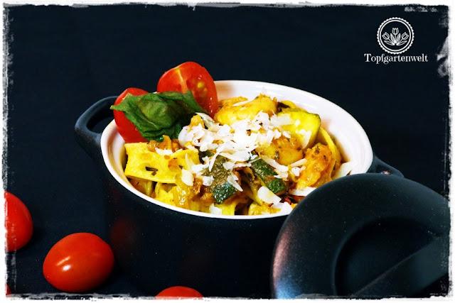 Gartenblog Topfgartenwelt Pasta-Rezept: einfaches Pasta-Rezept mit Räucherlachs, Shrimps und Zucchini in Tomatensauce