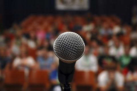 Mengatasi Serangan Demam Panggung Sebelum Maju Public Speaking