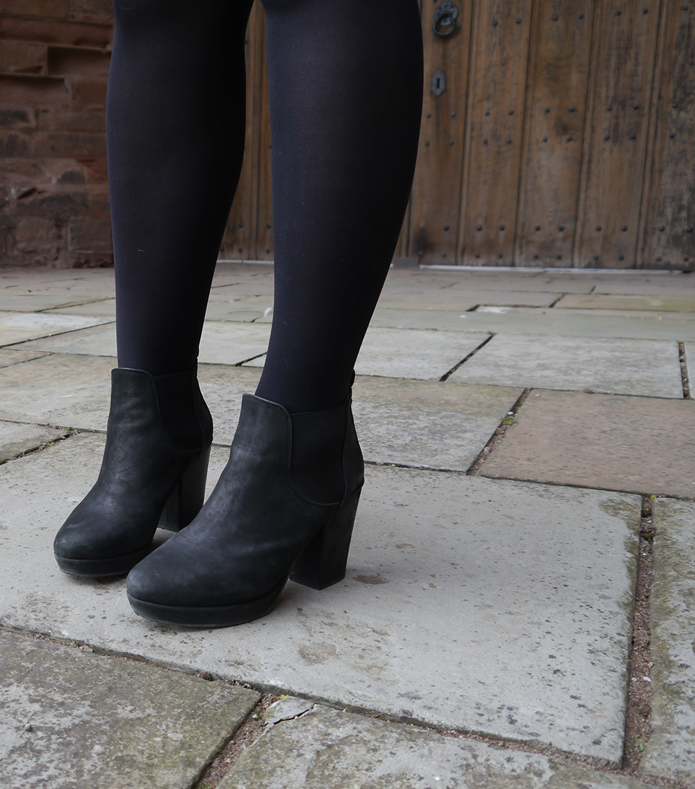 dinosaur themed fashion shoot, Arbroath Abbey, black Topshop chelsea heeled boots in suede, #Ihavethisthingwithfloors