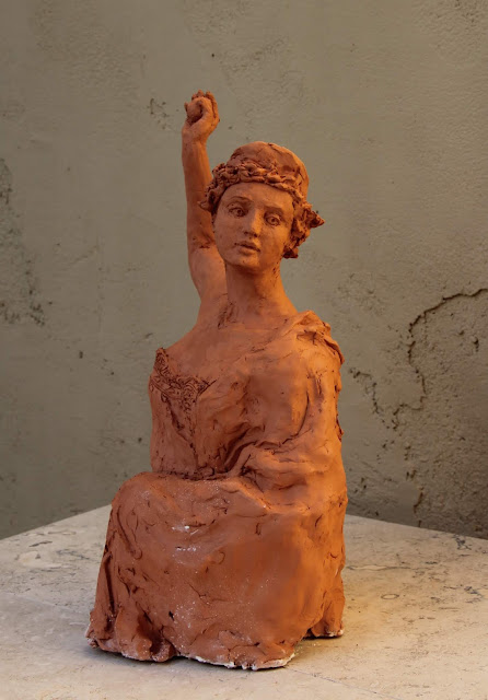 sculpture, contemporary, art, arte, escultura, terracotta, woman, Sarah, Myers, statue, figurative, modern, ultra-contemporary, movement, red, clay, earthenware, ceramics, apple, fruit, discord, Eris, half-length, realistic, artist, myth, Greek, legend, kunst, skulptur, vitality, motion, expression, throwing, golden, spiral, composition