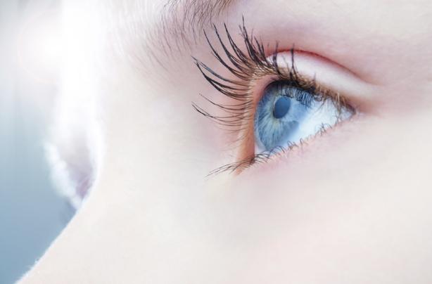 Αυτές είναι κακές συνήθειες που καταστρέφουν τα μάτια σας