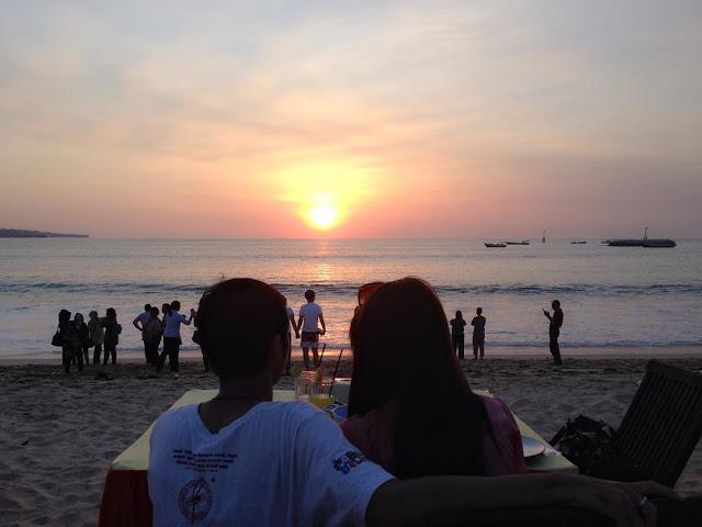 sunset romantis di pantai jimbaran