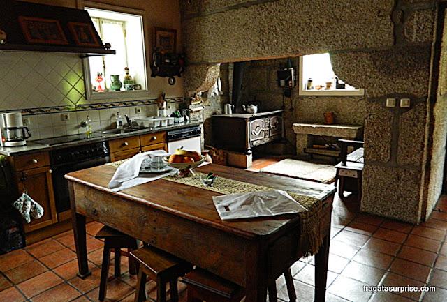Cozinha da hospedaria rural Casa São Faustino de Fridão, em Amarante