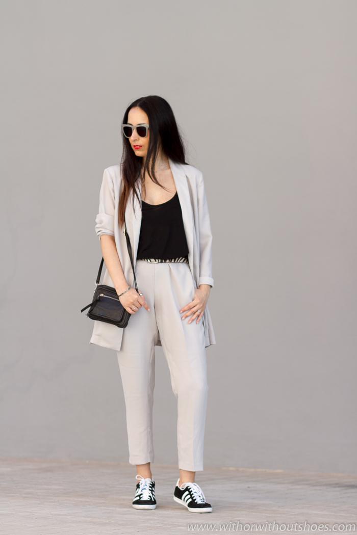 Blogger influencer española con Ideas para vestir mamas comodas estilosas