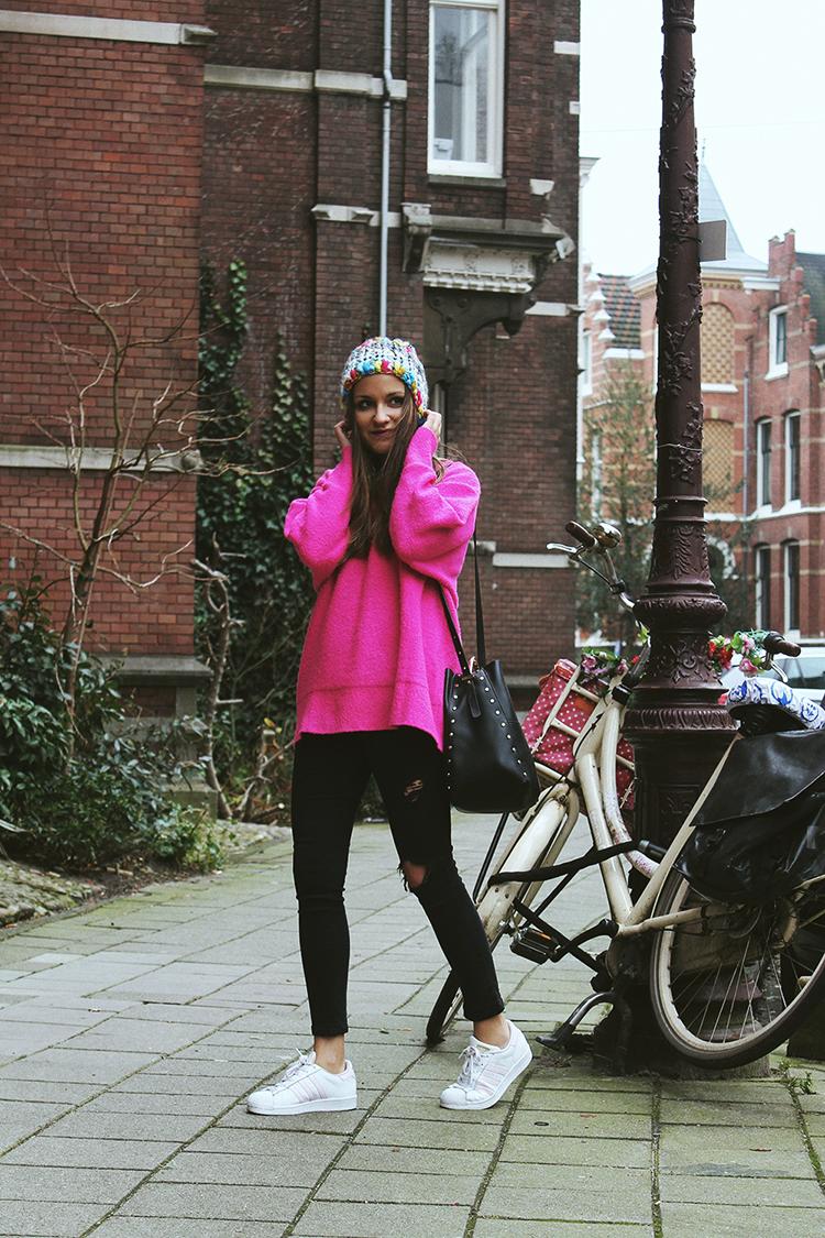 Viaje a Amsterdam look jersey rosa
