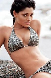 Saiyami Kher navel