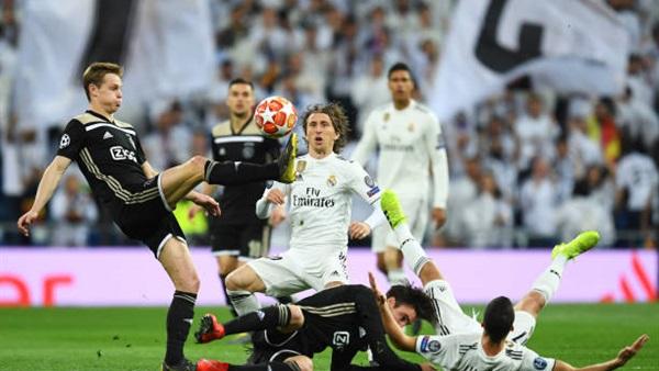 قاهر ريال مدريد يصارع 3 نجوم على جائزة الأفضل بدوري الأبطال