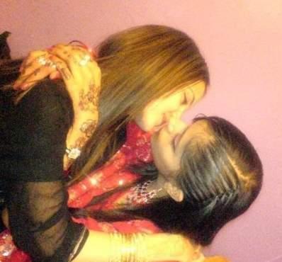 In Pakistan What She Doing Pics, Pakistani Girls Kissing ...