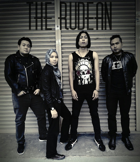 Lirik Lagu Bulan The Rudean