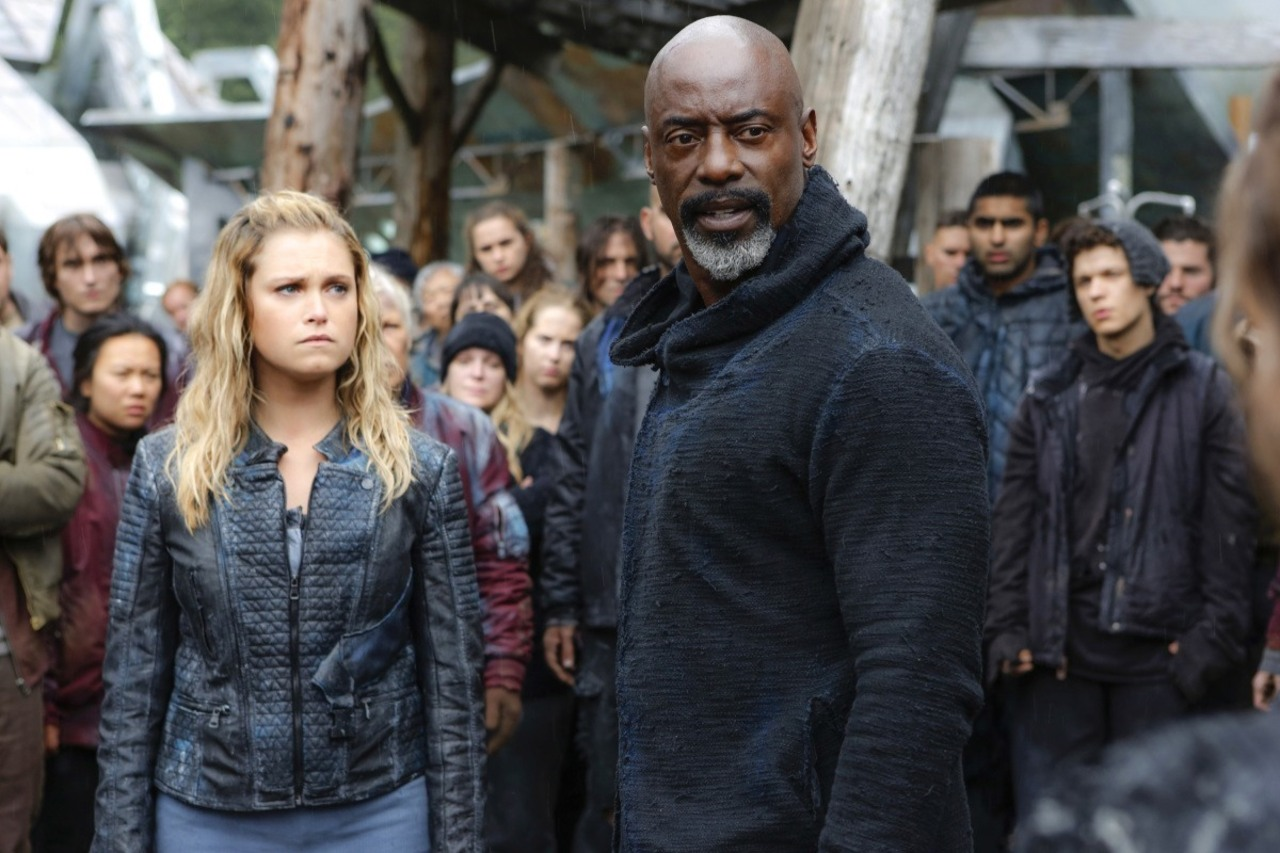 Clarke y Jaha en el episodio 4x04 de 'The 100'