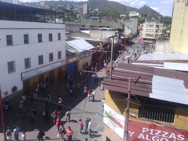 Saqueos en el centro de Guarenas dejan varios negocios afectados