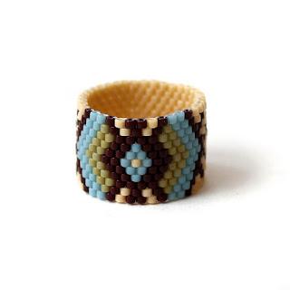 Купить широкое кольцо с узором. Авторские украшения из бисера ручной работы купить в интернет-магазине. Этническая бижутерия.
