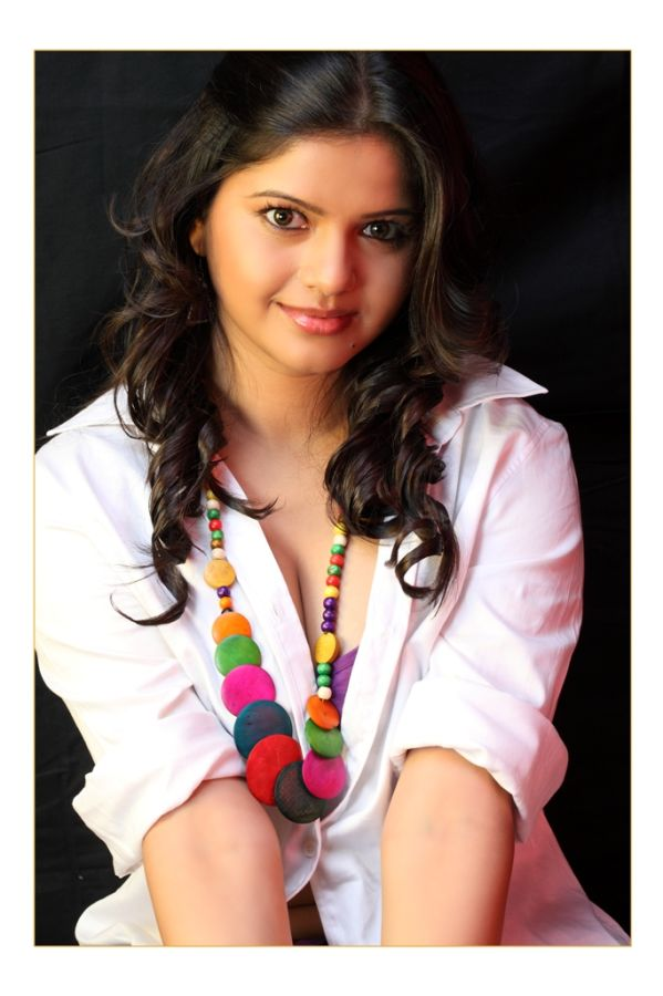 renya looking gorgeous in her latest 2012 photoshoot ...