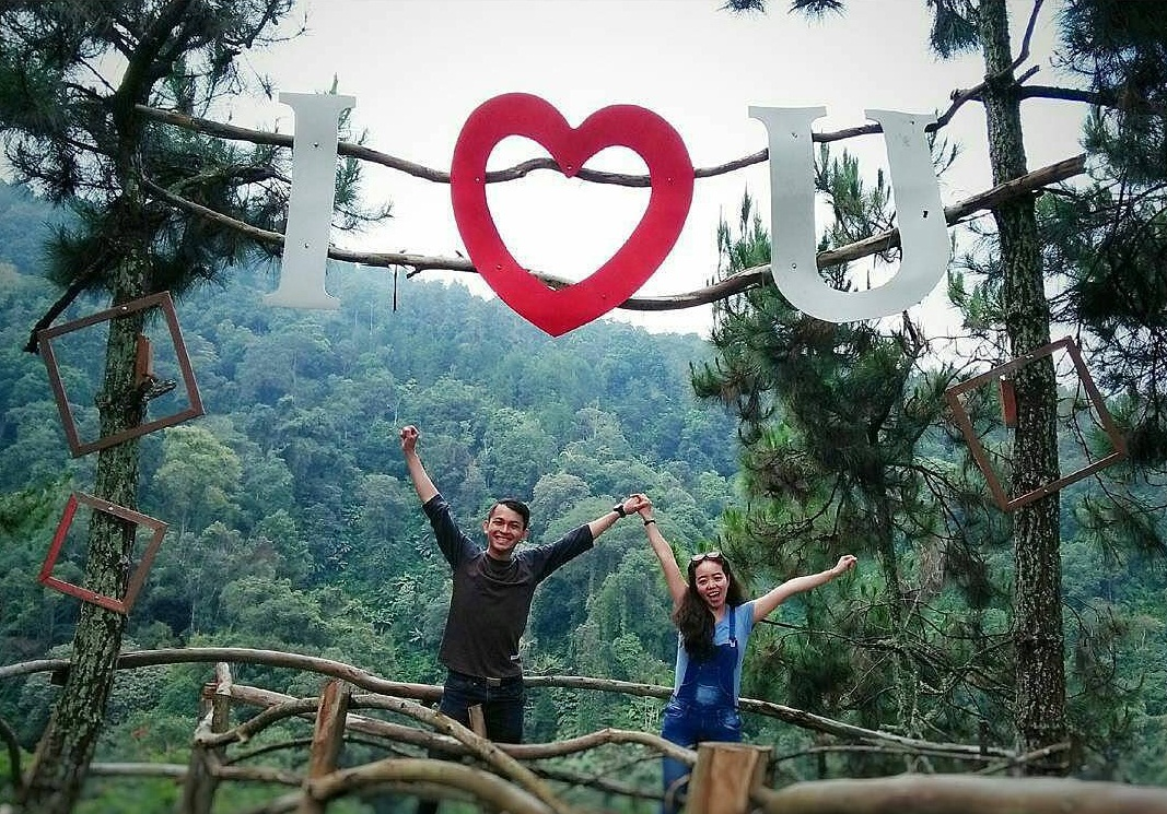 Destinasi Wisata Alam Bukit Senyum Cipada Bandung