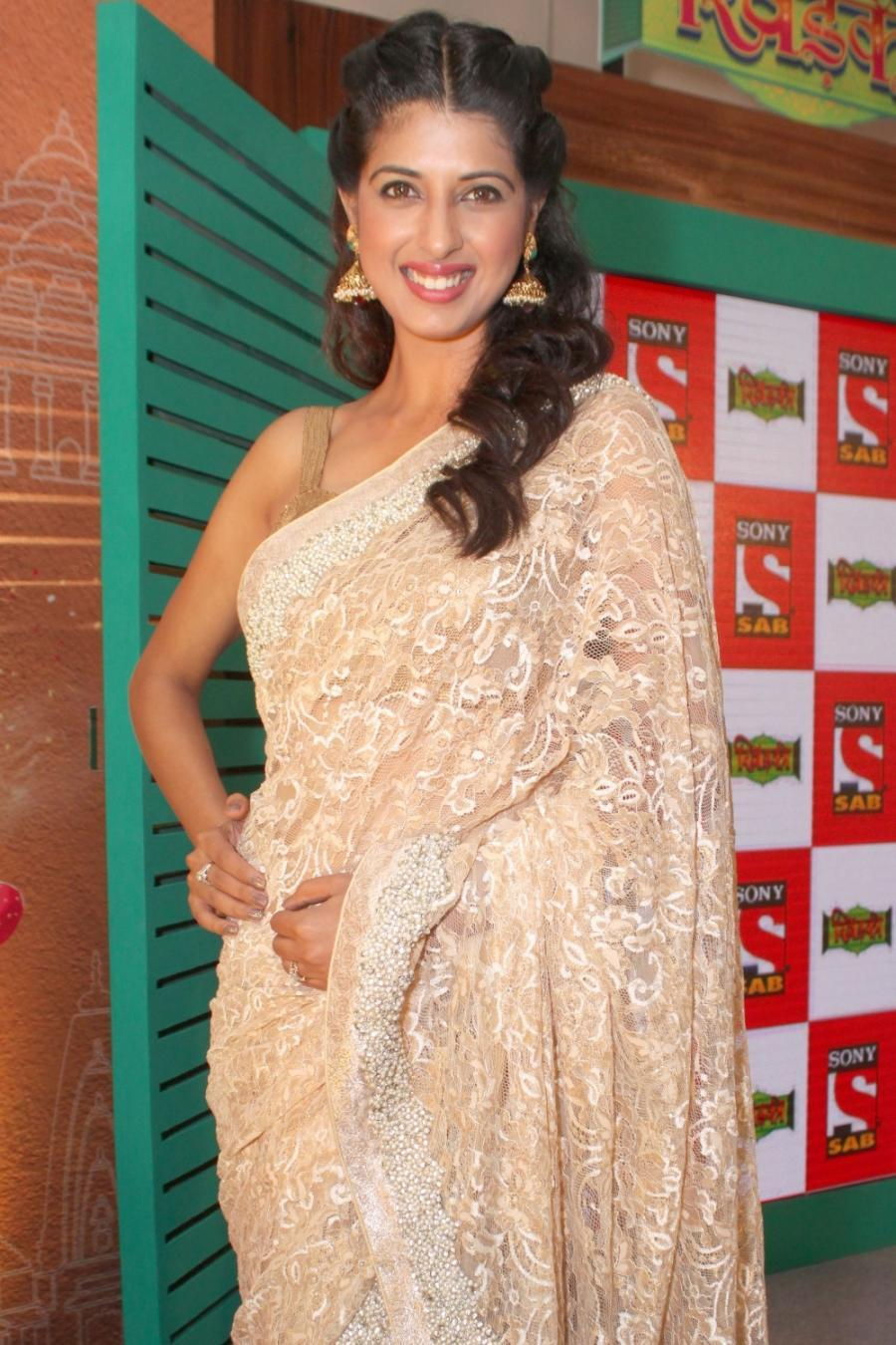 Hindi TV Actress Aishwarya Sakhuja Sleeveless Photos In White Saree