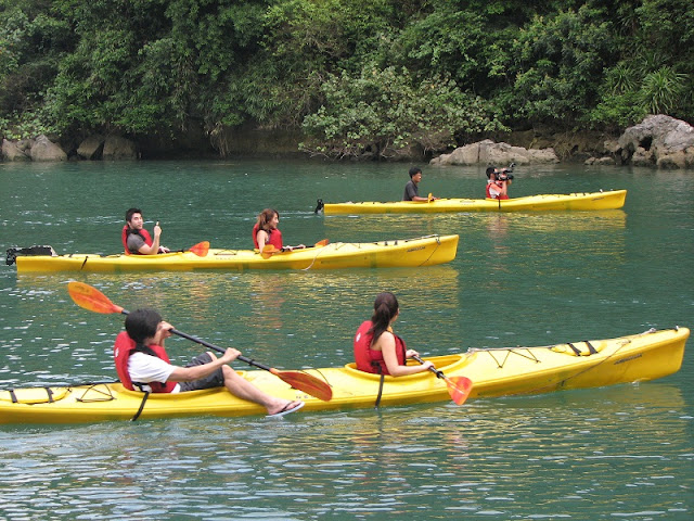 Family tours in Halong Bay - relaxing holiday in Vietnam 5