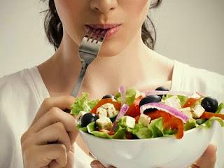 Malu , Wajah Penuh Dengan Jerawat ? Coba Konsumsi Makanan Ini