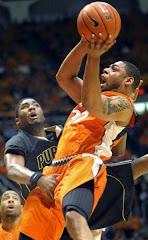 smešna slika: košarkaš uhvaćen pozadi