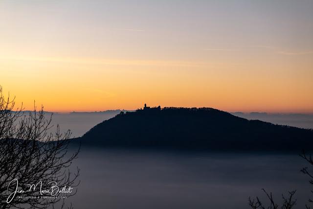 Château du Haut-Kœnigsbourg depuis le Frankenbourg à  l'aube [2019]