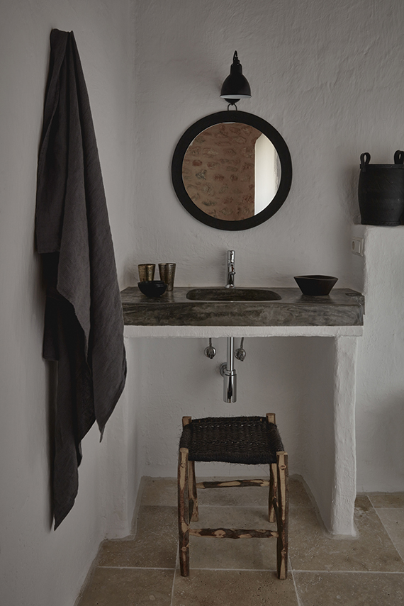 A small rustic bathroom in Ibiza, design by Annabell Kutucu