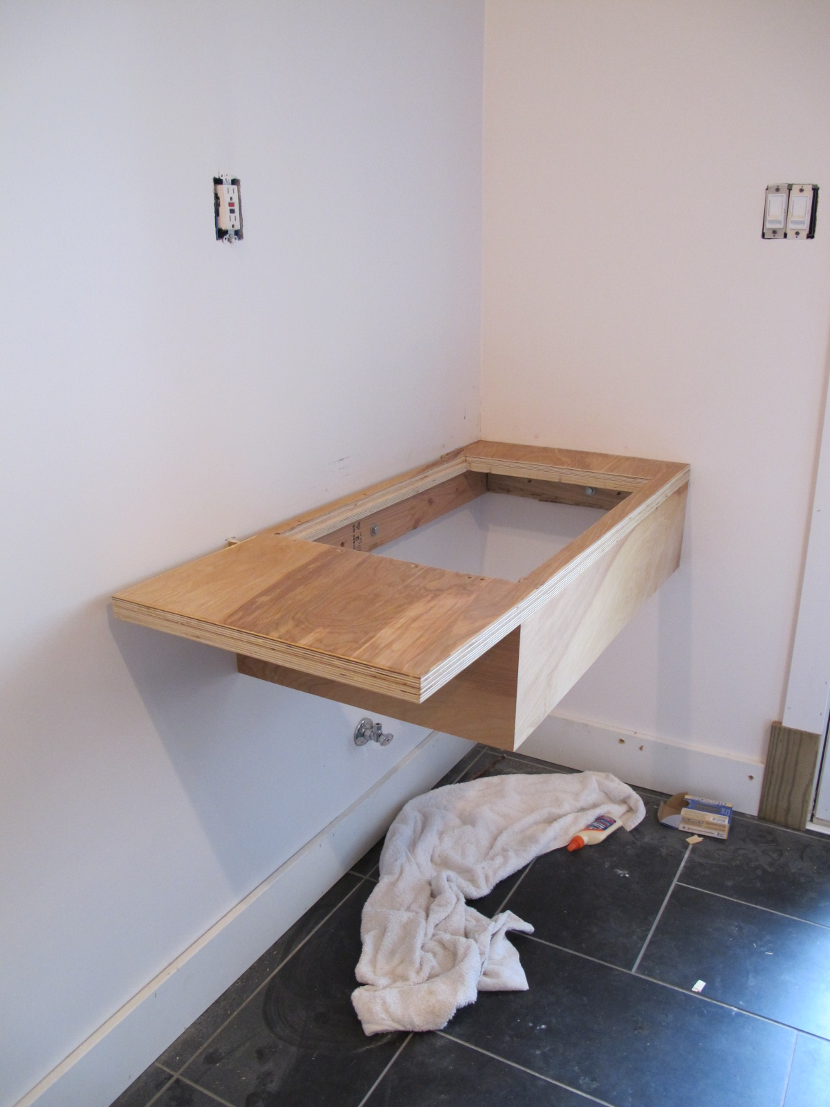 Christie Chase 391 Floating Sink